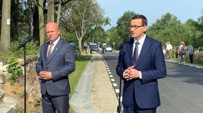 premier M. Morawiecki, otwarcie drogi w Pisarzowicach fot. WUW