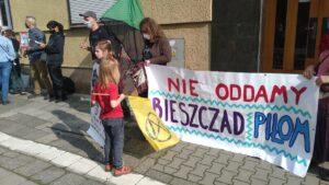 protest przeciwko wycince bieszczadzkich lasow inicjatywa dzikie karpaty 4 300x169 - Poznań: Pikieta przeciwko wycince bieszczadzkich lasów