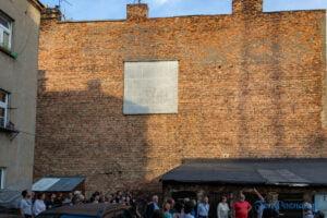 przez post do formy spacer badawczy po jezycach fot. slawek wachala 3518 300x200 - Poznań: Wizyta w jeżyckim raju - z Centrum Otwarte