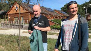 sprzatanie lasu przez posum fot. posum6 300x169 - Poznań: Pracownicy POSUM posprzątali las w Łopuchówku
