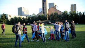 sprzatanie swiata wichrowe wzgorze 300x169 - Poznań: Osiedle Wichrowe Wzgórze posprzątało okolicę