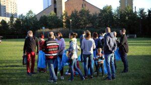 sprzatanie swiata wichrowe wzgorze2 300x169 - Poznań: Osiedle Wichrowe Wzgórze posprzątało okolicę