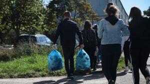 sprzatanie swiata wichrowe wzgorze8 300x169 - Poznań: Osiedle Wichrowe Wzgórze posprzątało okolicę