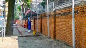szkola berwinskiego remont fot. pim2 300x169 - Poznań: Na fasadzie szkoły przy Berwińskiego już widać efekty remontu!