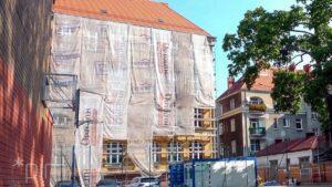 szkola berwinskiego remont fot. pim3 300x169 - Poznań: Na fasadzie szkoły przy Berwińskiego już widać efekty remontu!