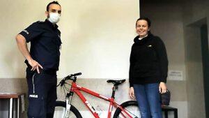 ukradziony rower fot. policja2 300x169 - Ostrzeszów: Policjanci odzyskali ukradziony rower 12-letniej pasjonatki kolarstwa