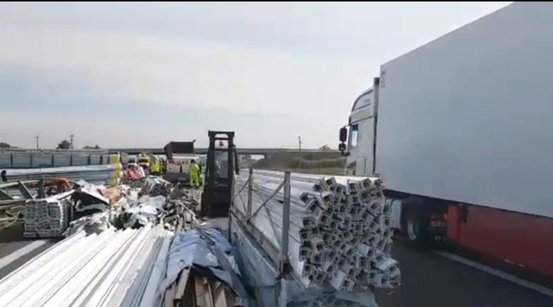 wypadek ciężarówki na A2 fot. policja
