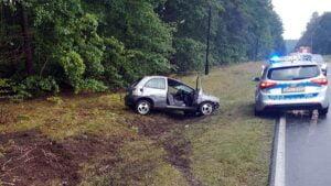 wypadek fot. policja miedzychod 1 300x169 - Międzychód: Koziołkowanie pod Sierakowem