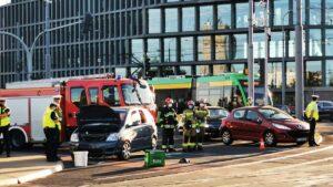 wypadek kaponiera fot. s. wachala3 300x169 - Poznań: Wypadek na Kaponierze! Zablokowany ruch tramwajów