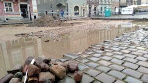 Poznań: Spod bruku na Starym Rynku wyłonił się... bruk