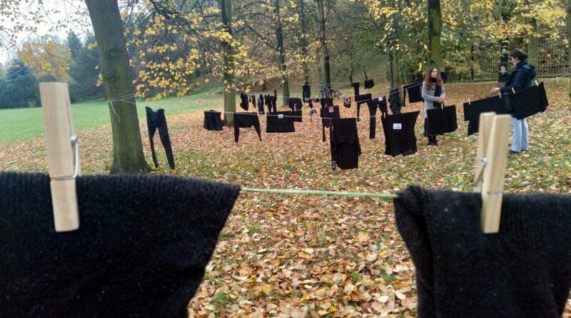 czarne pranie na cytadeli 5 800x445 - Poznań: W ramach Strajku Kobiet na Cytadeli zawisło... pranie