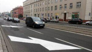 glogowska z wydzielonymi pasami fot. zdm6 300x169 - Poznań: Na Głogowskiej już są pasy rowerowe!