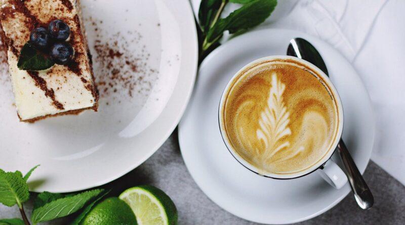 kawa i ciastko fot. pexels pixabay 800x445 - Gastronomia nie działa - ale jedna kawiarnia jest otwarta