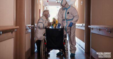 koronawirus ewakuacja domu kombatanta fot. dwot 390x205 - Wielkopolska: Kolejne zakażenia koronawirusem. Aż 16 zgonów!