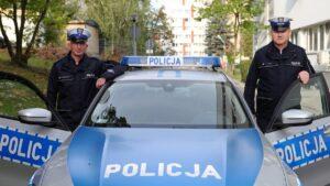 ml. asp. daniel szustakowski oraz asp. sztab. ireneusz turek fot. policja 300x169 - Rawicz: Uratowali życie dzięki... BMW