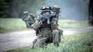 ostatnie szkolenie przed przysiega fot. dwot 300x169 - Leszno: Pętla taktyczna, czyli terytorialsi dają egzamin