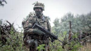 ostatnie szkolenie przed przysiega fot. dwot3 300x169 - Leszno: Pętla taktyczna, czyli terytorialsi dają egzamin
