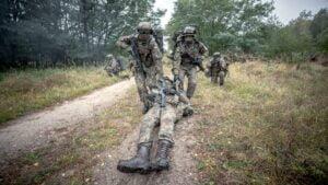 ostatnie szkolenie przed przysiega fot. dwot4 300x169 - Leszno: Pętla taktyczna, czyli terytorialsi dają egzamin