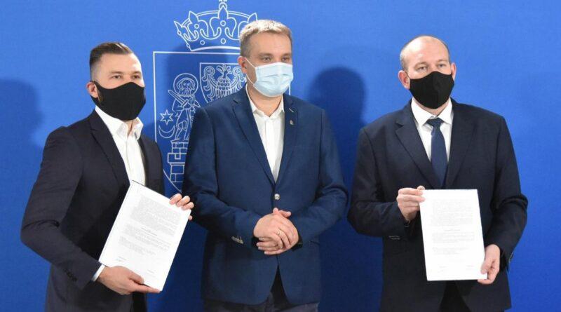 podpisanie umowy w sprawie budowy szkoły na Strzeszynie fot. UMP