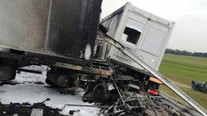 pozar ciezarowki fot. osp bralin5 300x169 - Kępno: Pożar wojskowej ciężarówki. S8 zablokowana