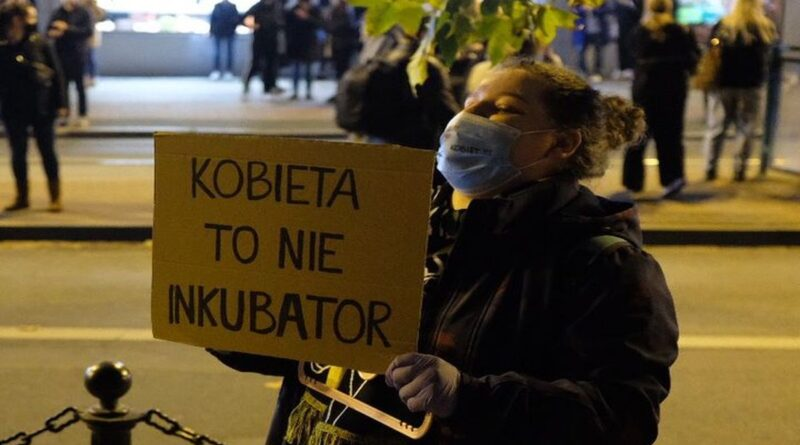 protest przeciwko wyrokowi tk fot. s. karpinski16 800x445 - 92 proc. badanych przeciwko zaostrzeniu przepisów antyaborcyjnych
