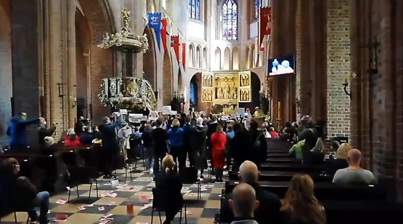 protest w katedrze prt scr