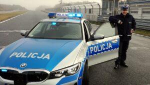 przemek kazmierczak fot. policja2 300x169 - Poznań: Mistrz Polski w Wyścigach Samochodowych służy w policji