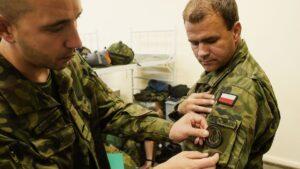 rekruci fot. dwot2 300x169 - Leszno: Nowi rekruci rozpoczęli studiowanie żołnierskiego rzemiosła