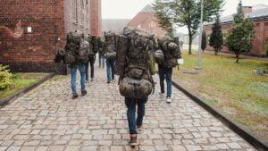 rekruci fot. dwot3 300x169 - Leszno: Nowi rekruci rozpoczęli studiowanie żołnierskiego rzemiosła