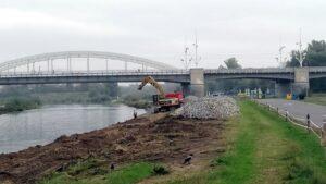 remont brzegow warty 2 300x169 - Poznań: Znów ruszyły prace przy rewitalizacji brzegów Warty