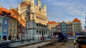 stary rynek prace fot. ump 300x169 - Poznań: Wjeżdża palownica, czyli rozpoczynają się prace na Starym Rynku