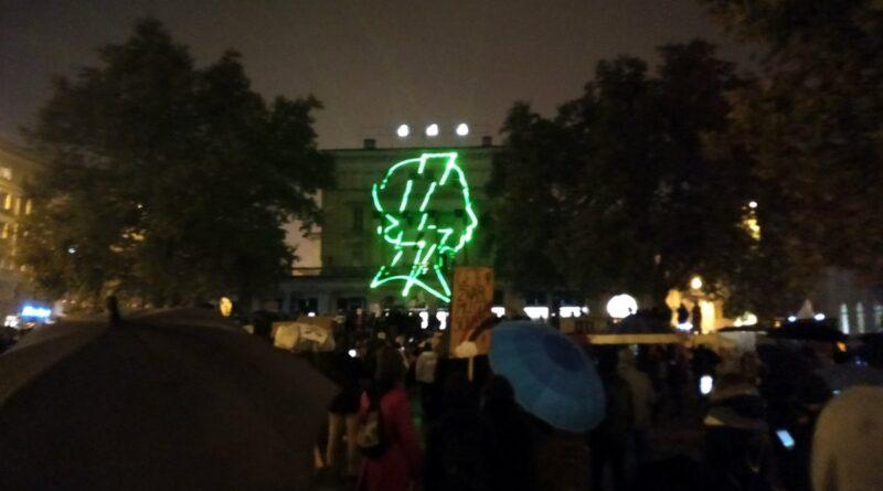 """strajk kobiet dzien osmy 3 800x445 - Poznań: Strajk Kobiet dziś z hasłem """"Ręce precz od Nauczycieli"""""""