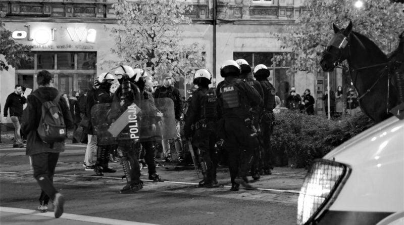 strajk kobiet fredry fot. k. adamska  800x445 - Strajk kobiet: Czy Jarosław Kaczyńskich chciał użyć siły?