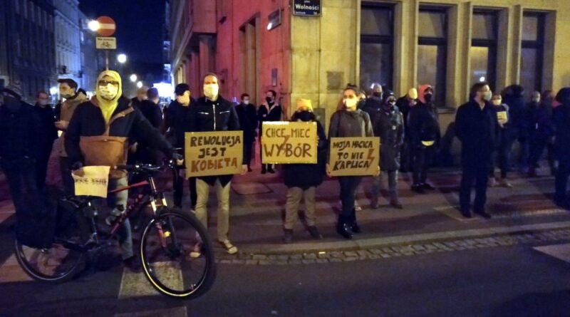 strajk kobiet plac wolnosci 10 800x445 - Strajk Kobiet: Kto jest winny rozpętaniu konfliktu?