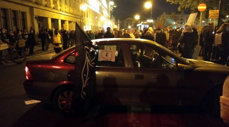 strajk kobiet plac wolnosci 8 800x445 - Poznań: Odjechany poniedziałek. Niech usłyszą na całym świecie nasz krzyk w powiecie!