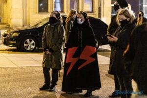 strajk kobiet poznan 31.10 fot. slawek wachala 0131 300x201 - Poznań: Dziewiąty dzień Strajku Kobiet