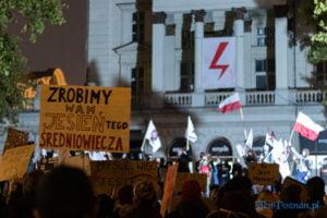 strajk kobiet poznan 31.10 fot. slawek wachala 0139 300x200 - Poznań: Dziewiąty dzień Strajku Kobiet