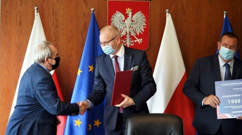 wojewoda Łukasz Mikołajczyk - dofinansowanie szpitala w Trzciance fot. WUW