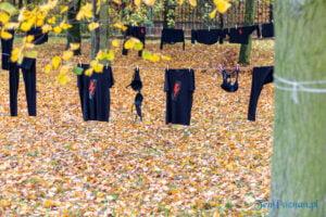 wyroknakobiety wieszamy czarne pranie fot. slawek wachala 0093 300x200 - Poznań: W ramach Strajku Kobiet na Cytadeli zawisło... pranie