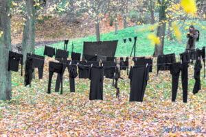 wyroknakobiety wieszamy czarne pranie fot. slawek wachala 0099 300x200 - Poznań: W ramach Strajku Kobiet na Cytadeli zawisło... pranie