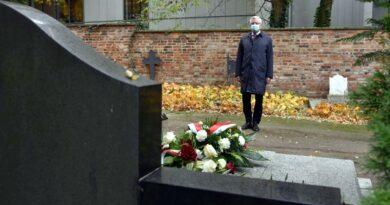 złożenie kwiatów na grobach zasłużonych Wielkopolan fot. UMP