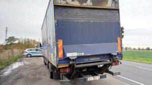 ciezarowka z turku fot. policja3 300x169 - Turek: Tragiczny stan ciężarówki - i 4000 zł kary dla właściciela