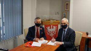 dyrektorzy p. terlecki i t. lecki przy podpisaniu umowy fot. wmn 300x169 - Poznań: Wirtualny spacer po nowym Wielkopolskim Muzeum Niepodległości