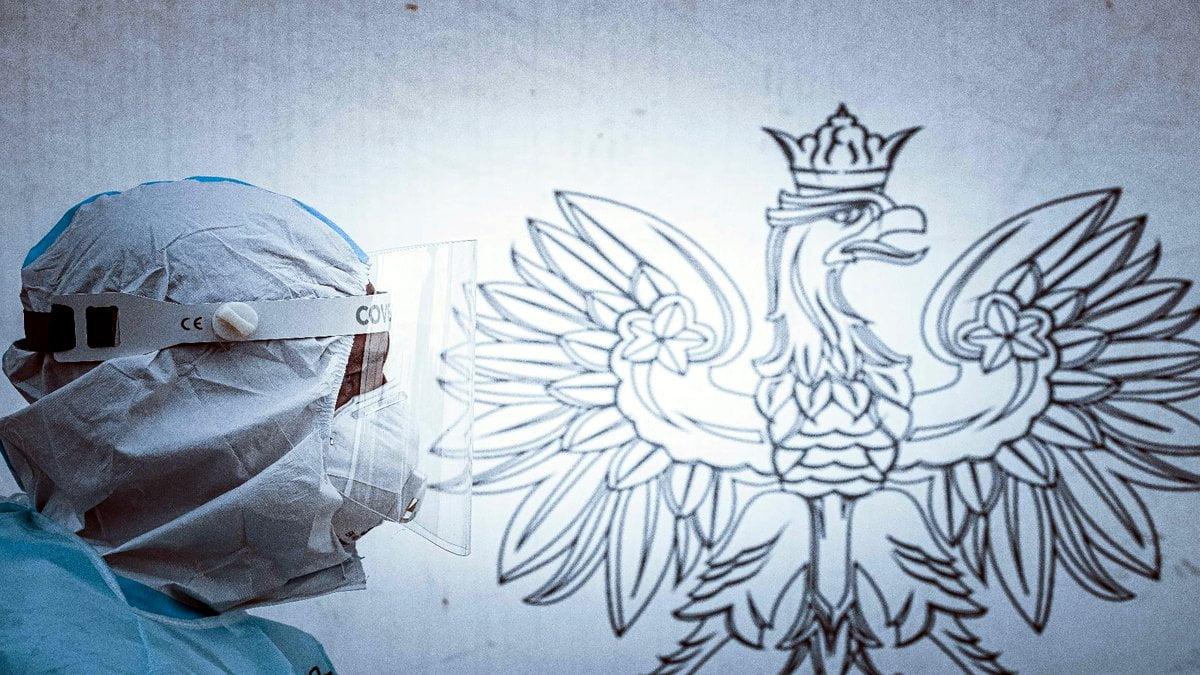 Polska: Liczba zakażeń koronawirusem spadła poniżej 5000