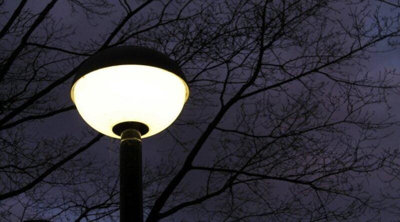 lampa uliczna fot. pixabay 800x445 - Poznań: Bloki są - latarni nie ma. Od 20 lat!
