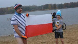 Poznań: Morsy nad Rusałką morsowały... narodowo!