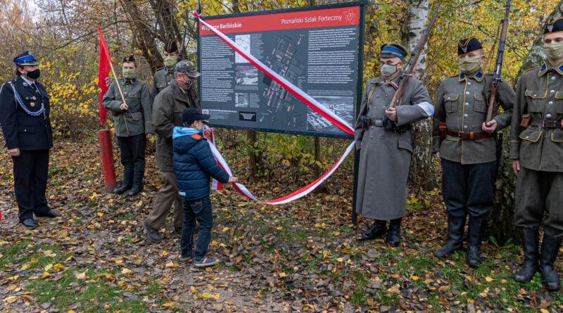 Odsłonięcie tablicy Poznańskiego Szlaku Fortecznego Wzgórze Berlińskie fot. Sławek Wąchała