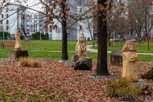 park im. jana heweliusza rzezby krzysztofa wizy fot. slawek wachala 2828 300x200 - Poznań: W parku Heweliusza powstała galeria rzeźb