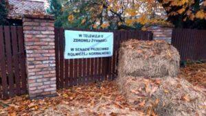 Poznań: Obraźliwe bannery na płocie senatora Marcina Bosackiego