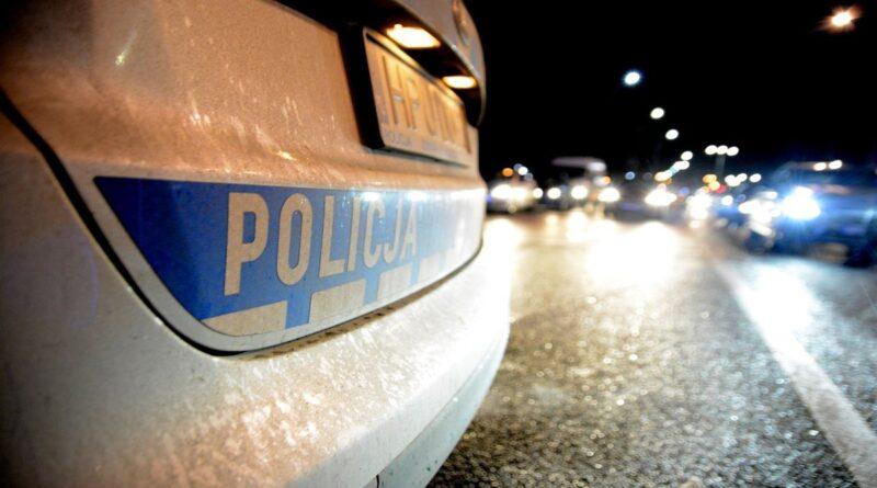 policja fot. k. adamska 1 800x445 - Śrem: Dachowanie samochodu w Pyszącej. Są ranni